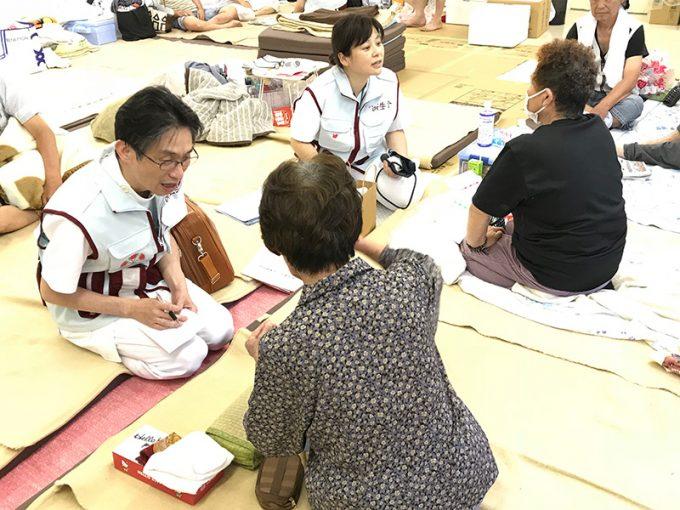 住民を診療する広島病院の診療班