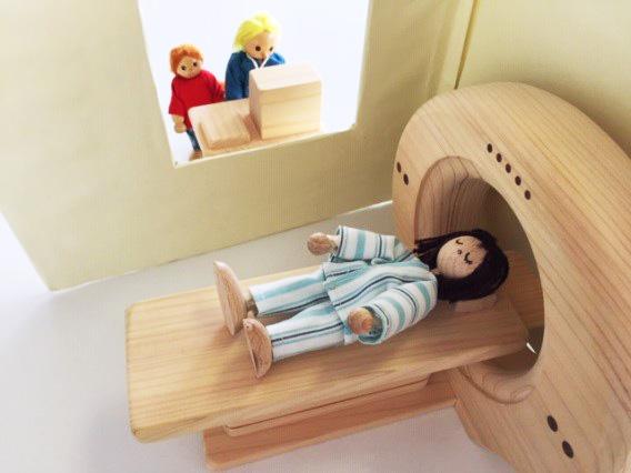 MRIを模した木のおもちゃ