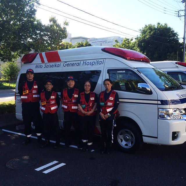 左から筆者(業務調整員)、菅谷益巳診療放射線技師(業務調整員)、 福井医師、小泉弘美看護師、大津裕子看護師