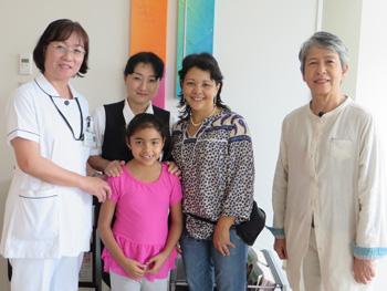 ボリビアの女性歯科医、出産した岡山の病院に母子で〝里帰り〟