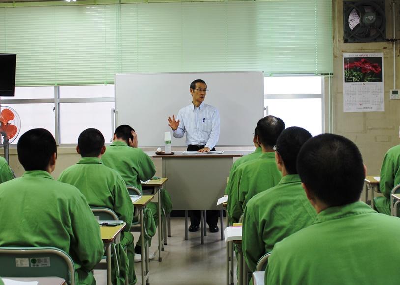 山口刑務所で3期目の介護研修、理事長が受刑者に講義