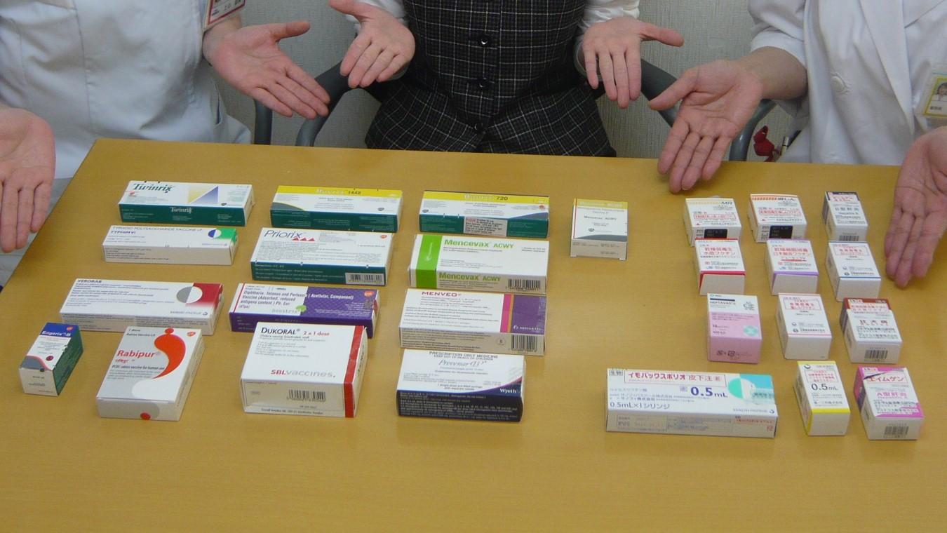 さまざまな病気に対応するワクチン。同外来では、11種類の感染症に対して約30種類のワクチンを常備